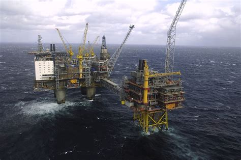 Plunging oil prices forces lifestyle change in oil-rich