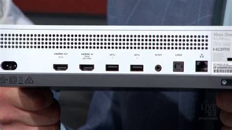 Xbox One S console has no Kinect port, requires USB