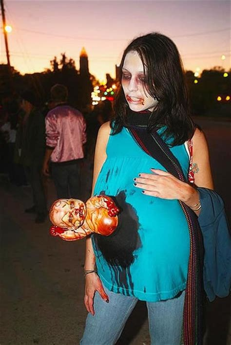 11 Awesome Pregnant Zombies | Riot Daily
