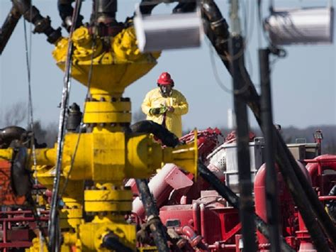 Halliburton to Hire 200 in West Texas Oil Patch