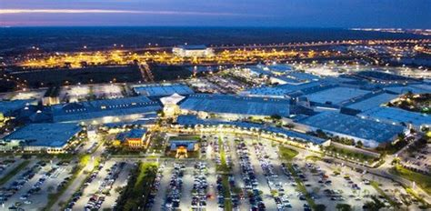 Sawgrass Mills Outlet in Miami   The biggest Outlet in