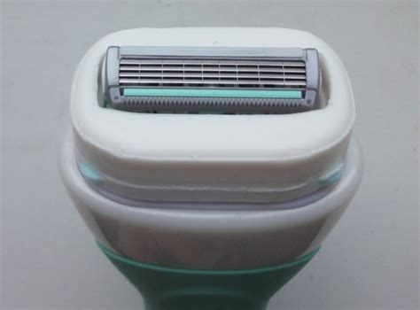 Intuition Naturals   Shaver