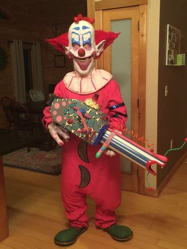 Pneumatic: Killer Klowns from Outer Space Popcorn Gun - Page 2