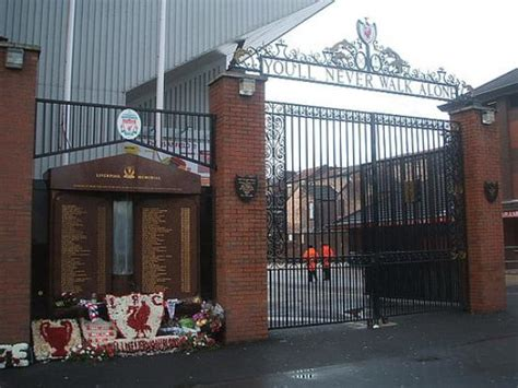 Memorial & Shankly gates - Picture of Anfield Stadium