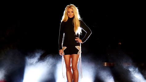 """Britney Spears Tells Fans """"All Is Well"""" in Brief Video"""
